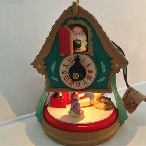 1992 Hallmark Motion Christmas ORNAMENT Cuckoo